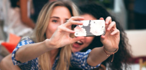 Women-taking-a-selfie-photo-with-iPhone-by-Chris-Ford-Creative-Commons